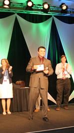 Jose España recibe el premio al mejor marketer por Internet